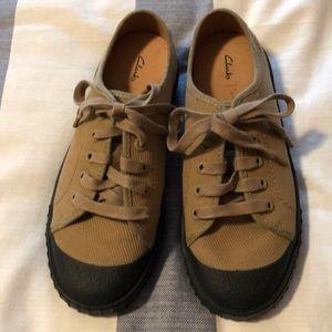 Clarks Active Wear Khaki Sneakers Sz 7